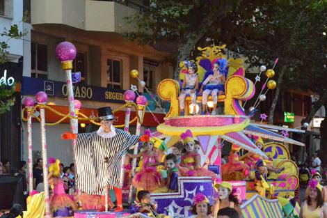 carrozas_fiestas_desfile Denia